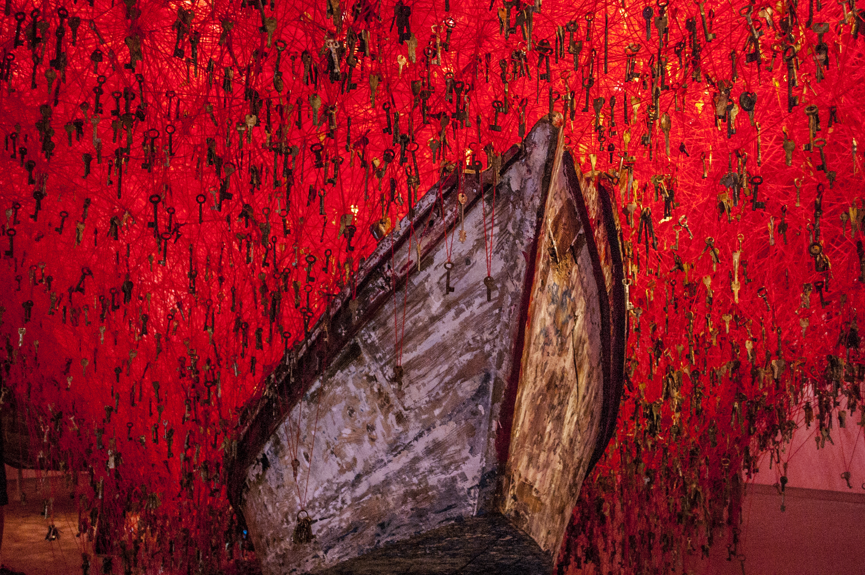 Chiharu Shiota En La 56 Bienal De Venecia The Key In The