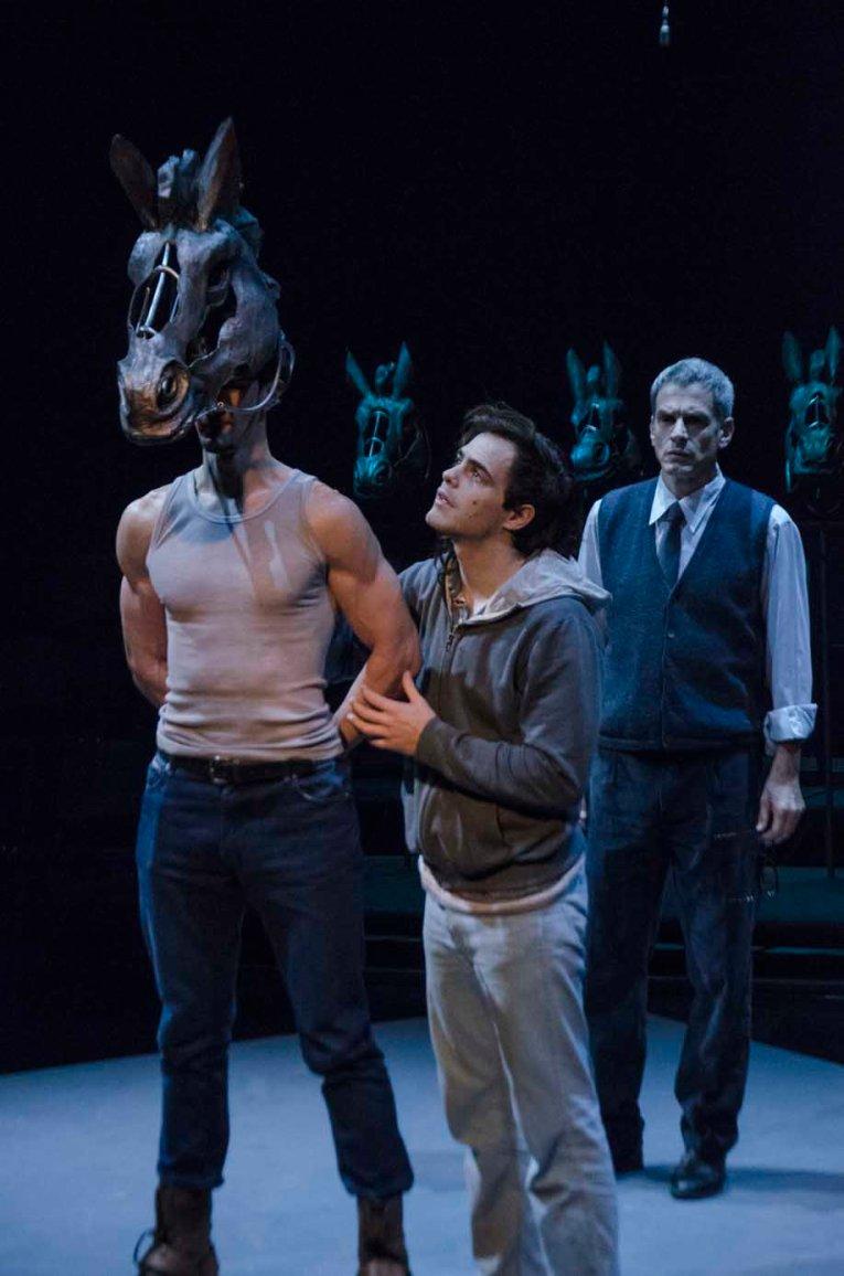 Equus - Peter Lanzani y Rafa Ferro