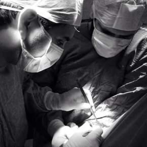 """DR. LUCIANO FIGUEROA: """"UN CIRUJANO CON EL ARTE EN SUS MANOS"""" – Por  Dra. RaquelTesone"""