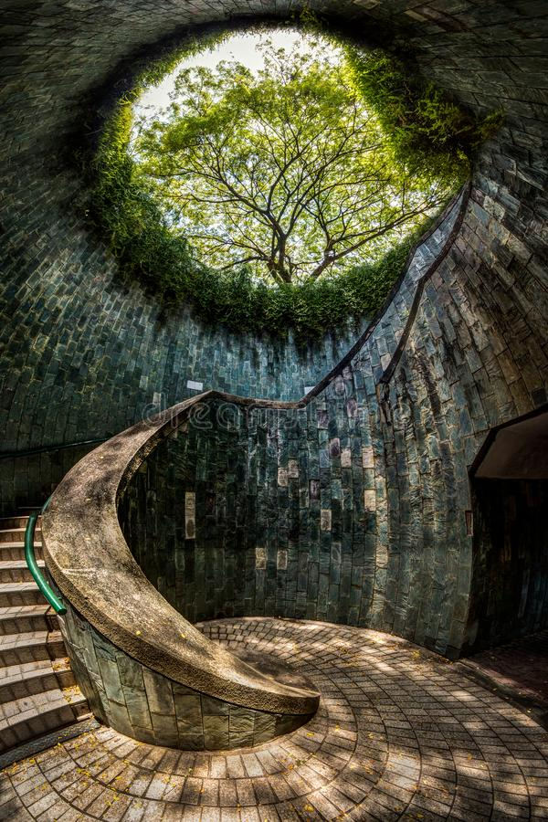 singapur-fort-canning-park-singapore-panoramic-view-underground-crossing-tunnel