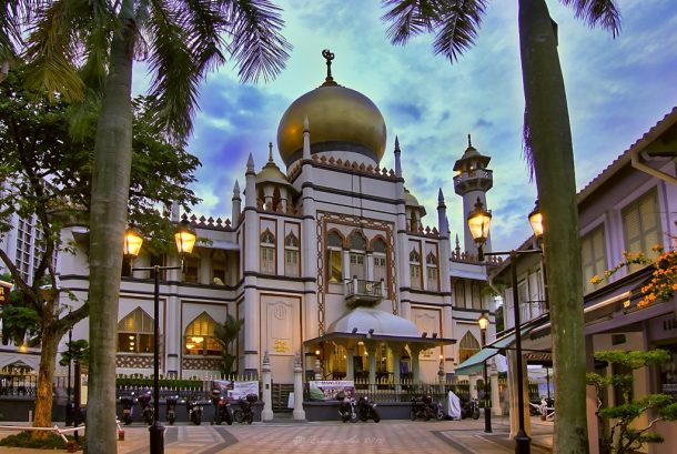 singapur-the_sultan_mosque_at_kampong_glam_singapore_8125148933-1024x688