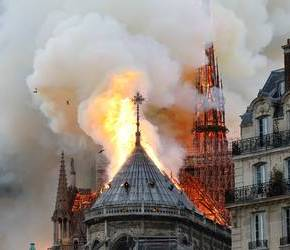 Notre Dame y el incendio de la Iglesia católica Por CathyHarrysson