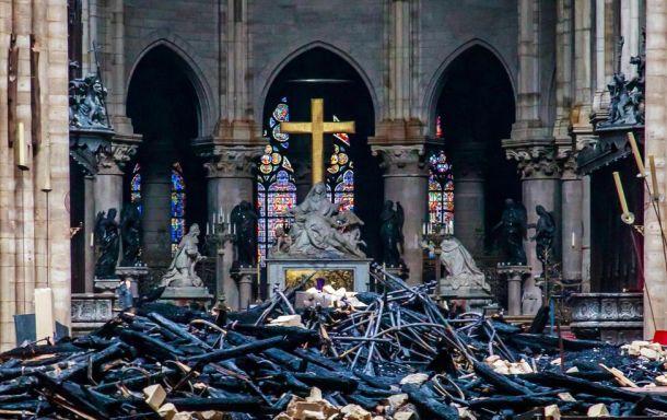 Notre-Dame-incendio-Paris-Francia_EDIIMA20190416_0703_23